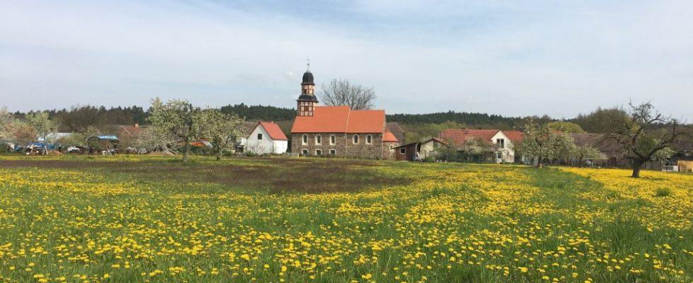 Die Dorfkirche in Raben